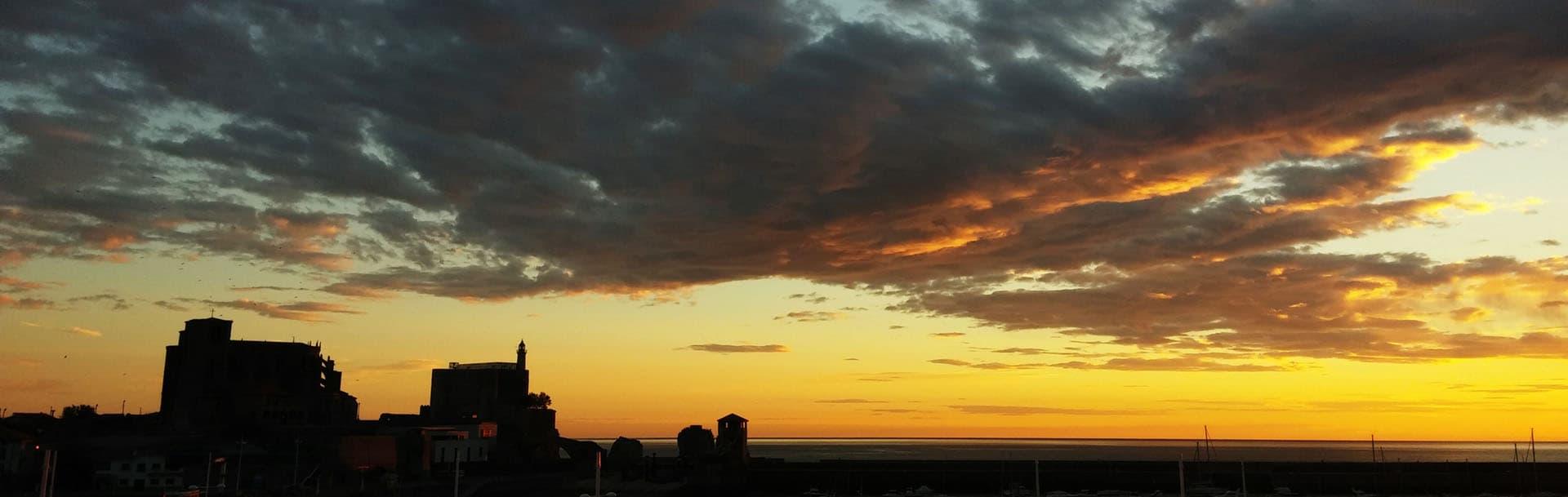 Vista de amanecer en Castro Urdiales